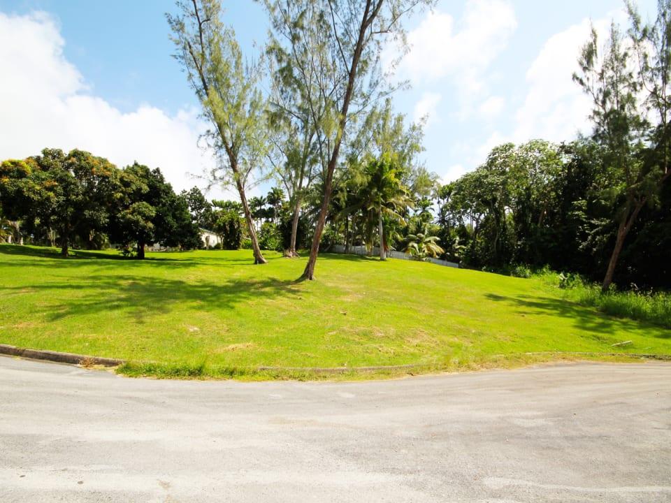 Residential plot in intimate development