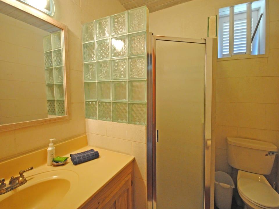 Second bathroom of upper floor