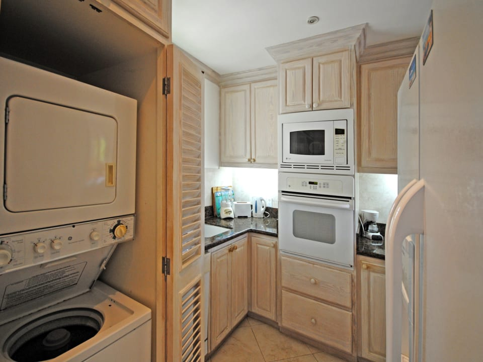 Well equipped and compact kitchen and laundry