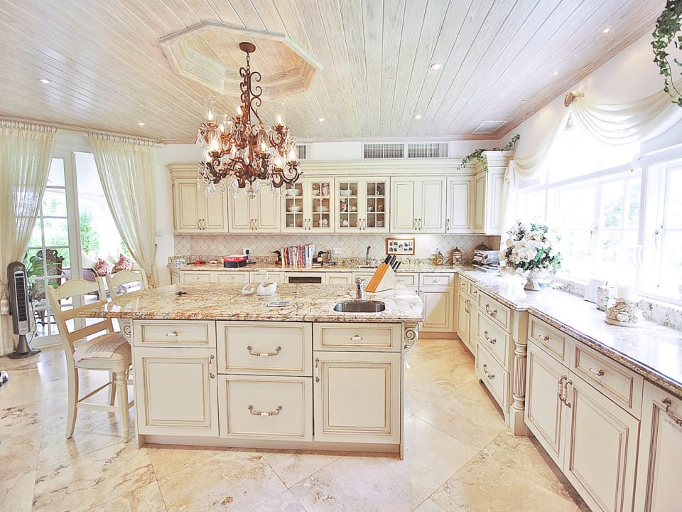 Beautiful and spacious air conditioned kitchen