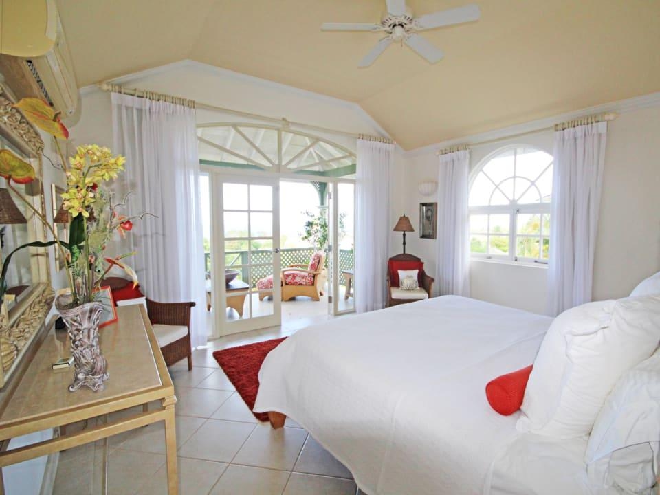 Master bedroom with balcony facing the sea