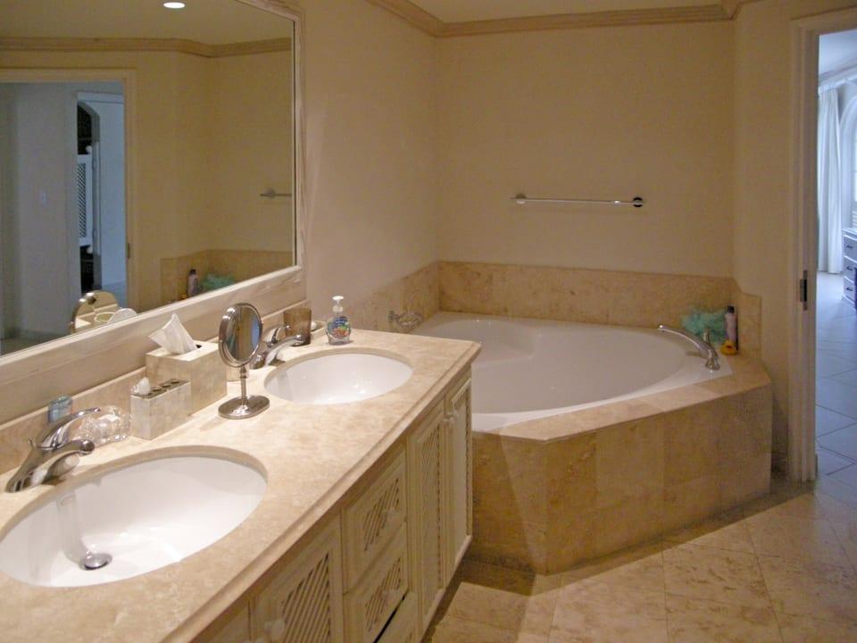En Suite Bathroom With Whirlpool