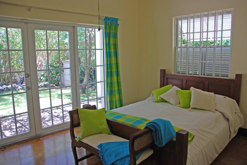 Guest bedroom with garden