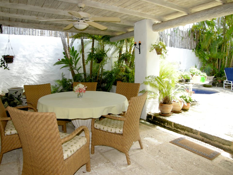 Outdoor Dining Area By The Pool
