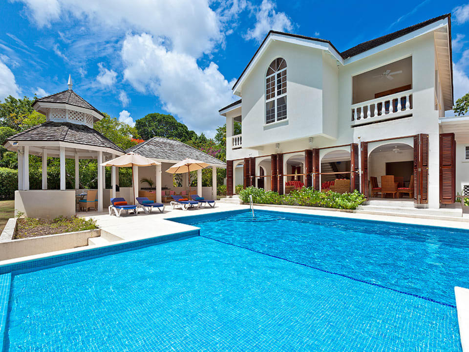 Swimming pool, dining gazebo and outdoor lounge