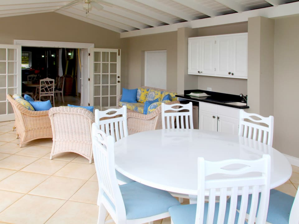 Outdoor Dining & Sitting Area