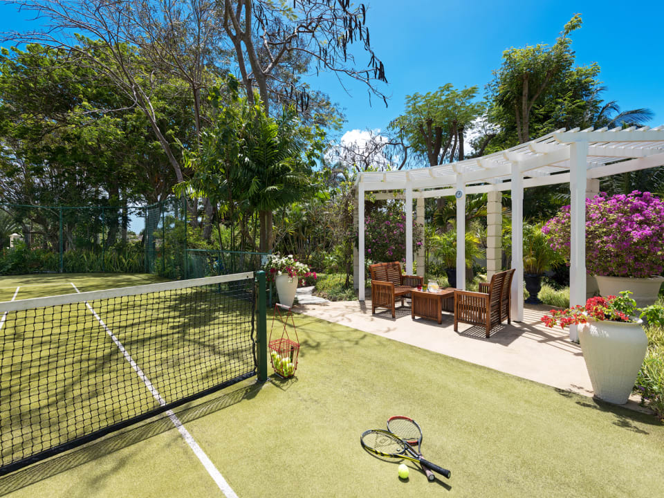 Private tennis courts at the eastern boundary