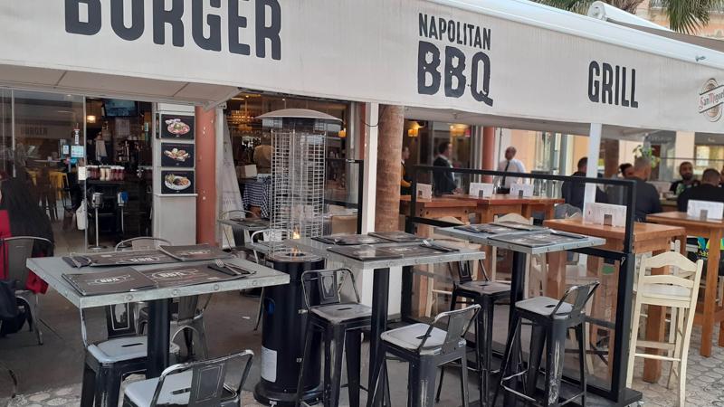 Napolitan BBQ i Málaga Restaurangens meny, öppettider