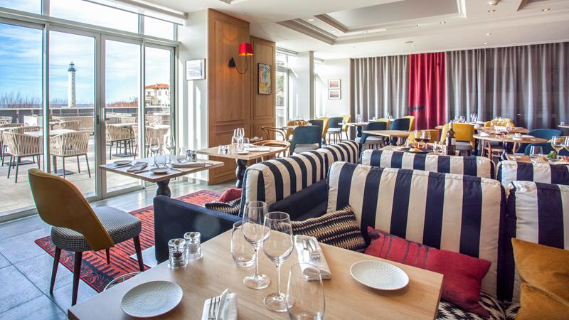IQORI-Le Regina Biarritz:Table gastronomique le soir - Carte bistrot le midi