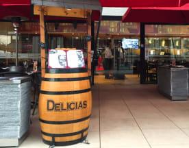 Delicias (Mall Plaza Egaña), Santiago
