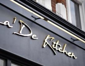 La'De Kitchen Woodley, Reading