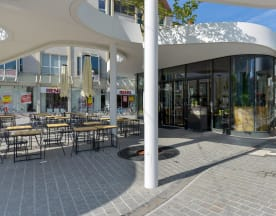 HANS IM GLÜCK Burgergrill & Bar - Freiburg EUROPAPLATZ, Freiburg im Breisgau