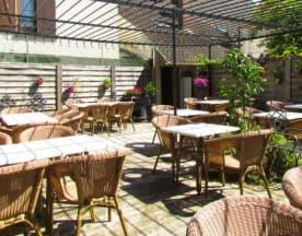 L'Auberge Espagnole, Neauphle-le-Château