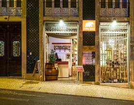 Eating Bear - Adhoc Wine, Lisbon