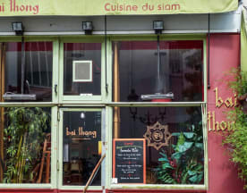 Bai Thong, Paris