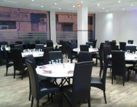 W World Restaurant, Bron