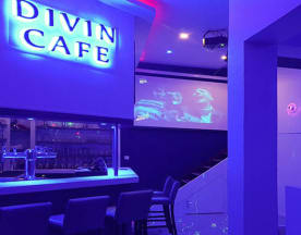 Divin Café, Sauvian