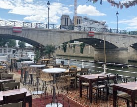 La Dame sur Seine by Nastasia Lyard, Paris