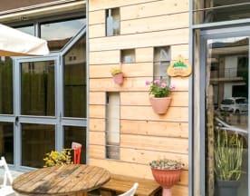 New Smile Restaurant & Cafe, Serino