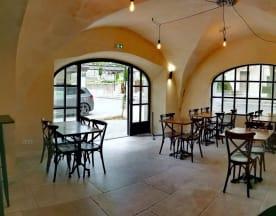Le Café Castillon, Paradou