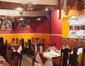 B-Bollywood, Senlis