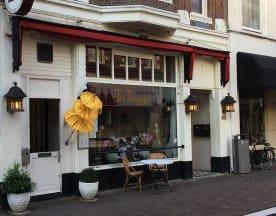 Tri Tunggal, Den Haag