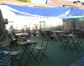 Arena Sports Lounge - Bar & Grill, Santa Maria de Avioso
