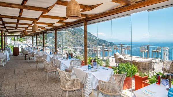 La nostra sala ristorante sospesa tra cielo e mare. - M'ama!, Praiano