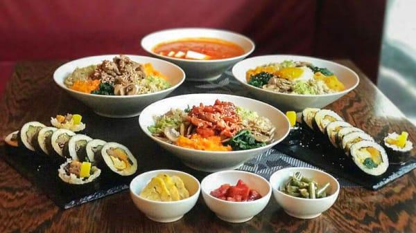 Cena Zuppa di Kimchi+Bi Bim Bab+Kimbap - ristorante coreano seoul, Milano