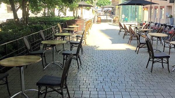 Terrasse côté place des Célestins - La Scène Brasserie, Lyon
