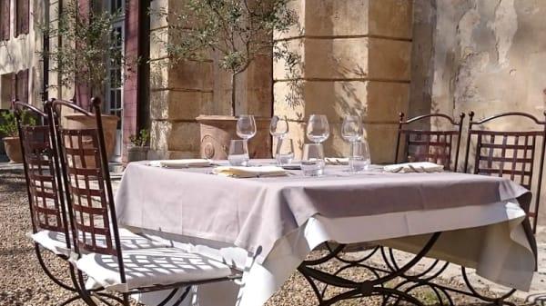 Table dressée - Château de Roussan, Saint-Rémy-de-Provence