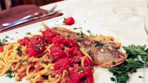 pasta pesce e pomodorini - Bellini, Napoli