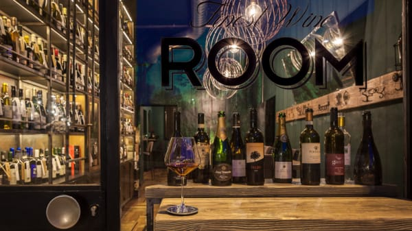 Locale - Food and Wine ROOM, Magenta