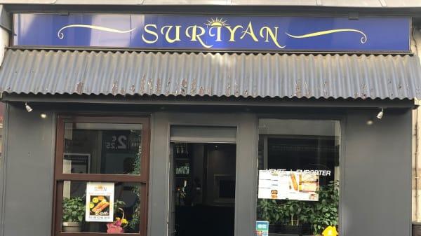 Suriyan, Paris