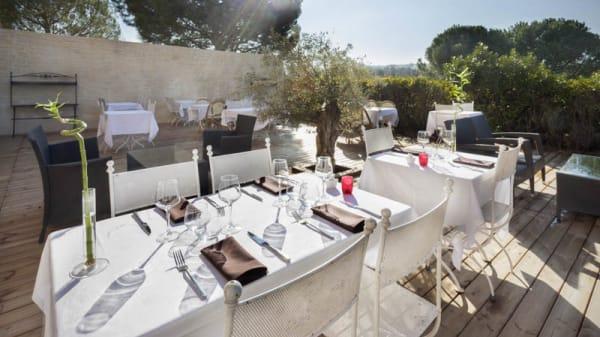 Terrasse - Hôtel Restaurant L'Étape, Bouc-Bel-Air