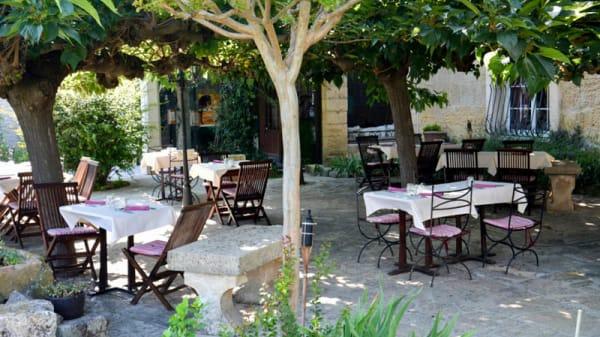 Terrasse - La Table de la Feniere, Arles