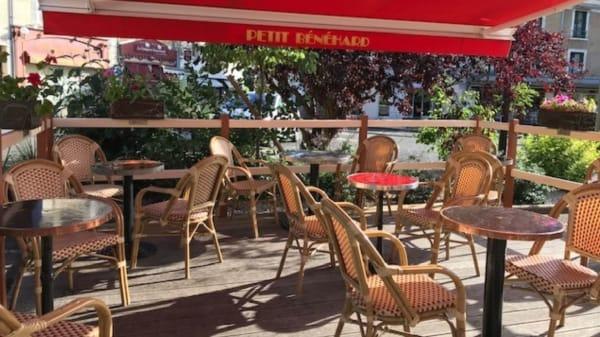 Terrasse - PETIT BENEHARD, La Chartre-sur-le-Loir