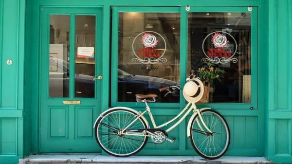 Welcome!  - Vino y Rosas Home Food, Granada