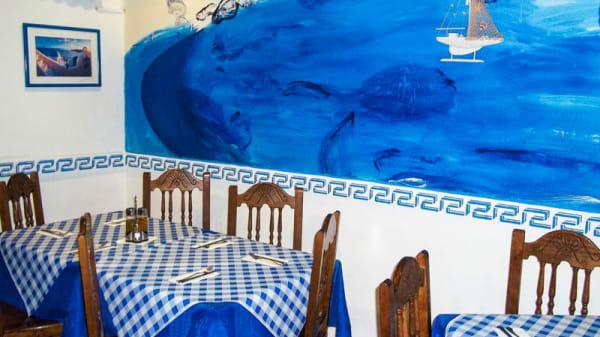 Vista mesa - Taberna Griega - Pacífico, Madrid