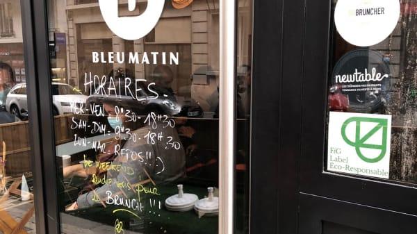 Bleu Matin, Paris