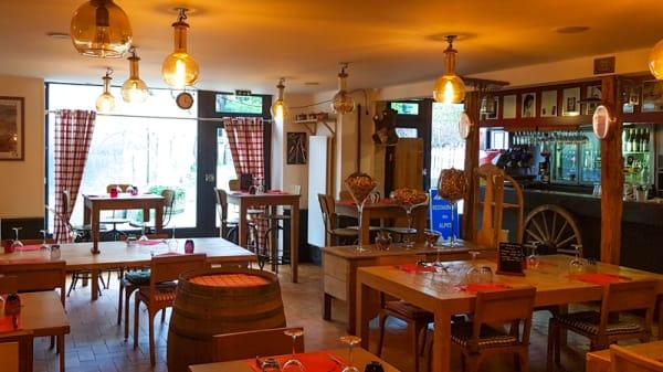 Vue de la salle - Restaurant des Alpes, Avanne-Aveney