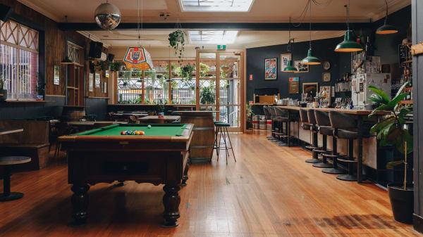 Restaurant - Lulie Tavern, Abbotsford