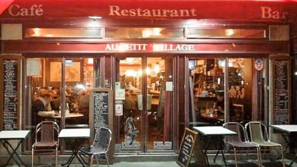 Devanture - Au Petit Village, Paris