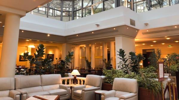 3. Vue de la salle - RESTAURANT ORAVI  (Dans l'hôtel Evergreen), Levallois-Perret