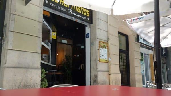 Los Hermanos – Villarroel, Barcelona