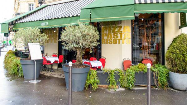 Façade - Gotti, Paris