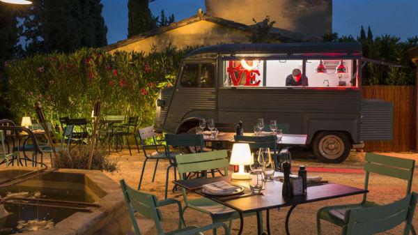 Terrasse - Le Camion Bleu du Hameau, Paradou