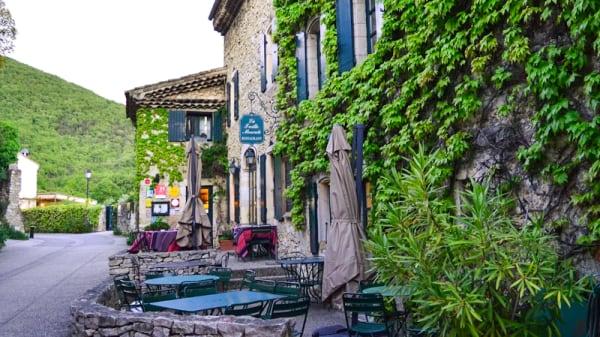 Restaurant - La Treille Muscate, Cliousclat