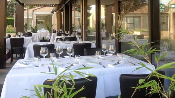 Terrasse du restaurant - D'Cadei, Villeneuve-Tolosane
