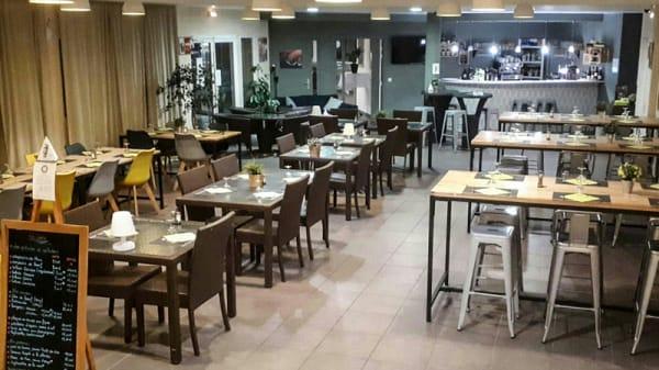 Salle du restaurant - Le Nohma, Signes